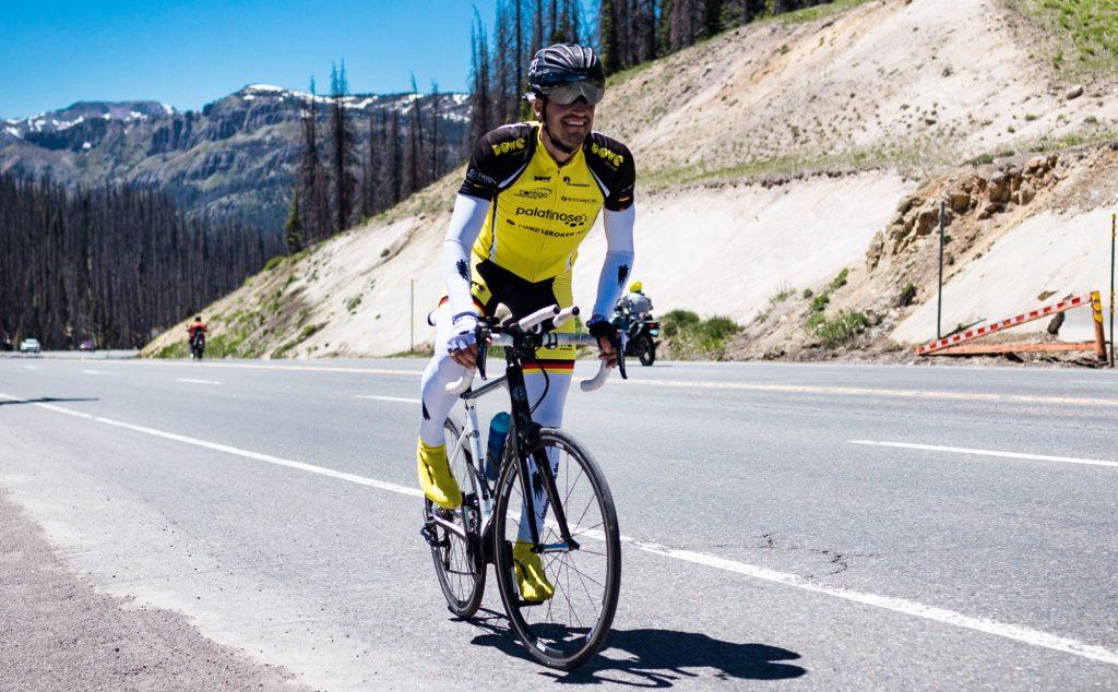 Rennrad-Fahrer mit Armlingen und Beinlingen von DOWE