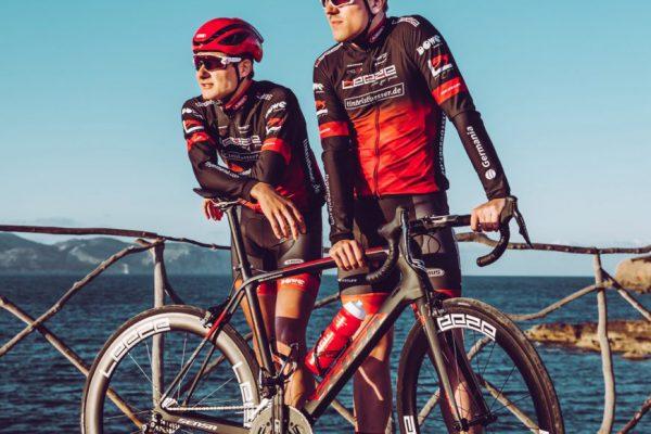Rennrad-Team von Leeze auf Mallorca - Rote Radler