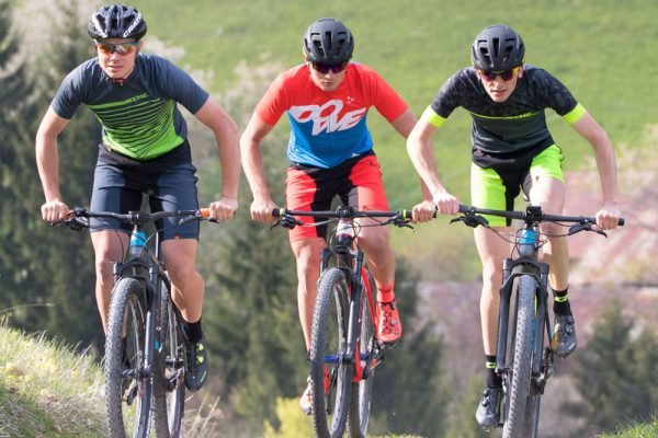 Mountainbiker mit DOWE Race Shorts