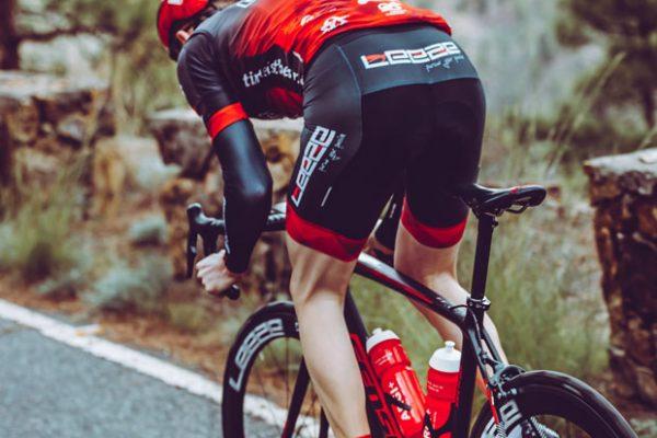 Rennrad-Athlet von Team Leeze auf Mallorca