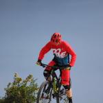 DOWE Mountainbiker mit Enduro Short und Jersey