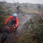 Downhill MTB im Regen