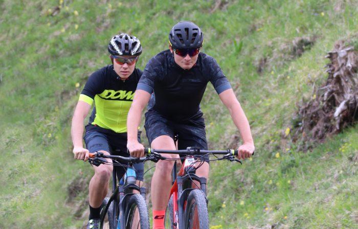DOWE Sportswear Carbon Trikot und Race Short