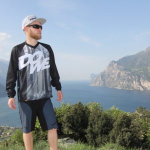 "MTB/Enduro Shirt Langarm ""Black Forest"" - model near Lake Garda"