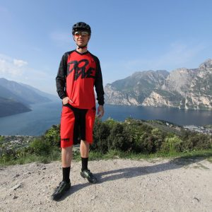 "MTB / Enduro Long-Sleeve Jersey ""Fire"" - model near Lake Garda"