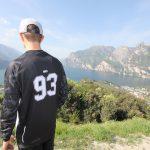 "MTB / Enduro Long-Sleeve Jersey ""Rocker"" - model outdoors"