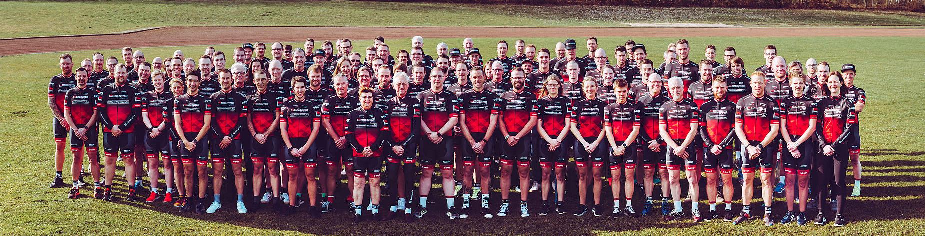 Das riesige Leeze Jedermann-Team - Mit Dowe ProSeries Trikots und Radhosen