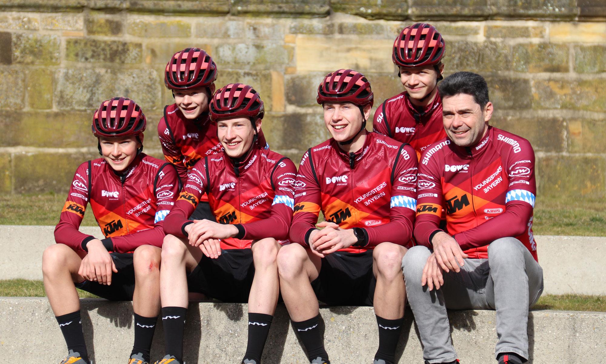Team KTM Youngsters aus Bayern mit Trikots und Hosen von DOWE Sportswear