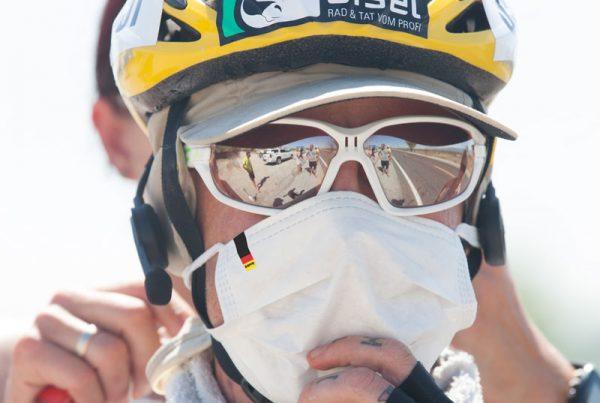 Ultracyclist Franz Preihs mit Mundschutz beim Race Across America